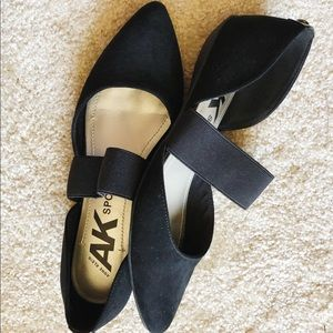 Black comfortable pointed flats!